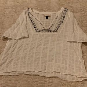 UNIVERSAL THREAD white blouse with black detail